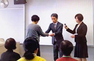 3月、佐賀市で開かれた意思疎通支援者養成研修事業の修了式。新型コロナウイルスの影響で、失語症者との接触できず、支援の見通しは立っていない(提供写真)