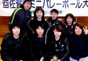 ミニバレーボール 第123回県ミニバレーボール大会 一般女子の部優勝のヴォーグとシニアの部優勝のステディ