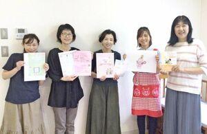 多胎児サークルぴーなっつを立ち上げた川島美也さん(右から2人目)。「多胎育児は悩みを抱えがち。1人で抱え込まないで仲間づくりしませんか」