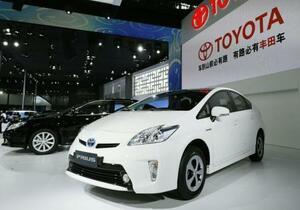 「広州モーターショー」で展示されたトヨタ自動車のハイブリッド車「プリウス」=中国広東省広州市(共同)