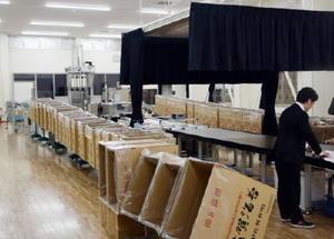 新しくなったノリ集出荷施設。広さがこれまでの施設の1.5倍になり、処理能力の向上が期待される=佐賀市東与賀町下古賀