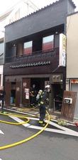 唐津市中心街で朝火事、飲食店焼ける