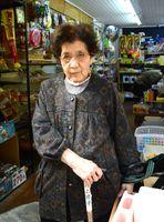 子どもたちから「だがし屋のおばちゃん」と親しまれた井上玲子さん