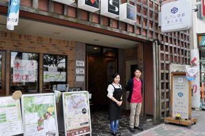 14期生のマッサージ店とネイルサロンが入ったチャレンジショップ=佐賀市唐人1丁目