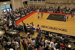 大勢の観客で賑わう3人制プロバスケットボールリーグ=唐津市ふるさと会館アルピノ