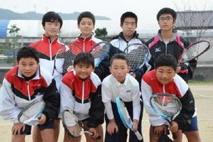 県大会出場を目指している湊中男子ソフトテニス部