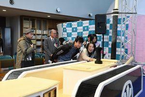 レゴブロックで作られた凌風丸を観賞する来場者=佐賀市川副町の佐野常民記念館