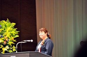 宮崎市の九州ブロック大会で発表する海田さん=宮崎市(提供写真)