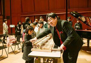 2019年に東与賀文化ホールで開かれた中川賢一さんによるピアノワークショップの様子(提供写真)