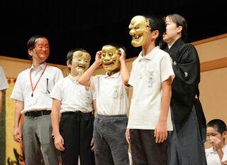 児童5人、堂々とした舞披露 子ども能楽教室発表会