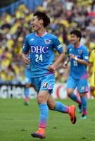 鳥栖―柏 前半40分、先制ゴールを決めて喜ぶ鳥栖MF鎌田=千葉県の日立柏サッカー場