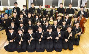 甲子園のアルプススタンドでの演奏を楽しみにしている伊万里高吹奏楽部=伊万里市の同校