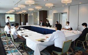 生保警察連絡協議会で、不当要求の対処法などを確認する出席者=佐賀市のホテルニューオータニ佐賀