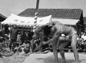 相撲大会の様子。たくましい体つきだ