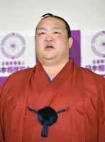 現役引退の記者会見であいさつする横綱稀勢の里=16日午後、東京・両国国技館の相撲教習所