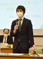 子どもシェルターの設立に向けた思いを語る下津浦公弁護士=佐賀市文化会館