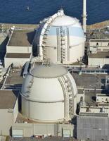 九州電力玄海原発4号機(手前)と3号機=2016年12月、東松浦郡玄海町