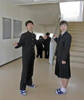右手奥にうっすら見えるだろうか。階段の踊り場の先にまた階段。別棟へ行くのにアップダウンを繰り返す