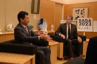 在福岡米首席領事が佐賀県知事訪問
