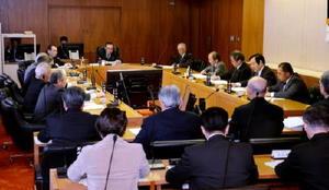 町長の同意に先立ち、玄海原発再稼働への同意を決めた玄海町議会原子力対策特別委員会=2月