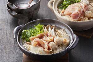 みつせ鶏のうま味や辛味がきいた塩スープが味わえる「みつせ鶏うま辛塩鍋」
