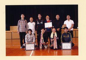 高木瀬体育協会ミニバレーボール大会 男子の部で上位入賞したチームの選手たち