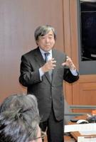 ICT利活用教育の推進について講話する陰山英男教授=佐賀県庁