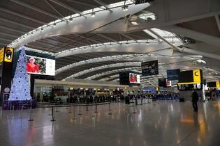 世界の航空旅客、20年は6割減