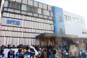 開業した「オプティム・ヘッドクォータービル」=佐賀市本庄の佐賀大学内
