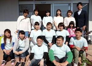 4月末に開催した「COCOKARA」会場でメンバーとサポーター