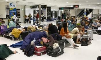 台風、成田空港足止め6割外国人