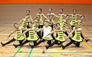 九州大会で上位に入り、全国大会初出場を決めた花バトンチーム=有田町文化体育館