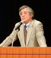 幕末の佐賀藩や大隈重信について講演するANA歴史大使の松平定知さん=佐賀市のアバンセ