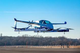 「空飛ぶタクシー」の試験成功