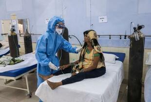 インド、累計感染2500万人超