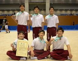 全国高校総体の新体操男子団体で2年連続で準優勝した神埼清明チーム=松江市総合体育館