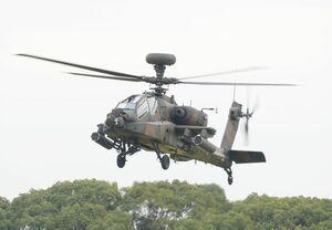 墜落したヘリと同型のAH64Dヘリコプター=神埼郡吉野ヶ里町の陸上自衛隊目達原駐屯地(2015年10月)