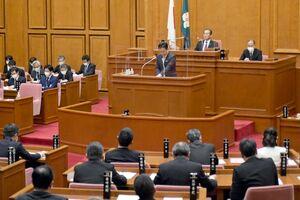 初日の一般質問の質疑があった佐賀県議会=県議会棟