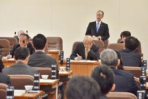 九州新幹線長崎ルートの未着工区間の整備のあり方などについて質疑があった総務常任委員会=県議会棟