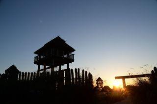 弥生への旅、いざなう眺望 吉野ケ里歴史公園の物見櫓