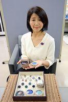 割れたり作品にならない有田焼でアクセサリーを作っている、すみれ製造所の前田裕子さん
