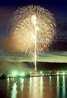 夜空に大輪の花を咲かせ見物客を酔わせた=平成2年7月20日、唐津市の妙見埠頭