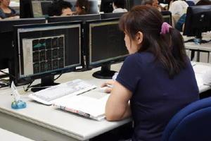 製図の職業訓練を受けている女性。「託児サービスのおかげで就職を前向きに考えられるようになった」と語る=佐賀市のポリテクセンター佐賀