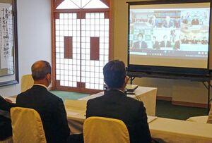 自民党佐賀県連の役員が参加した菅首相との「リモート対話」=佐賀市の佐嘉神社記念館