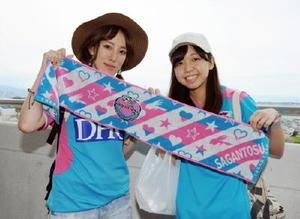 岐阜県から応援に駆け付けたかなさん(左)とゆりなさん