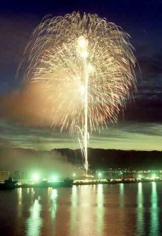 <平成 この日、>唐津で市民花火大会始まる=平成2年7月20日(28年前)