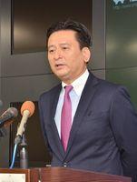 定例記者会見でオスプレイの佐賀空港配備に関して問われ、考えを述べる山口祥義県知事=佐賀県庁