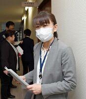 会合を終えて報道陣の質問に答える島田智恵主任研究官=佐賀県庁