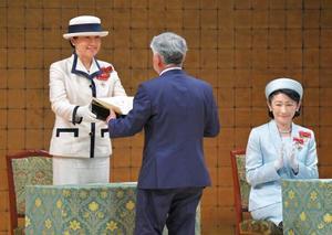 全国赤十字大会に出席された皇后さまと秋篠宮妃紀子さま=22日午前、東京都渋谷区(代表撮影)