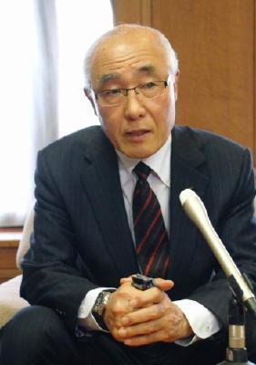県議会議長就任の中倉氏、「しっかり議論」